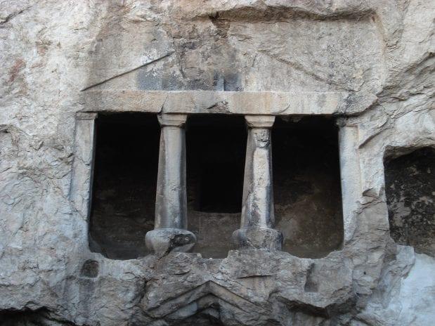 İskilip Kaya Mezarları
