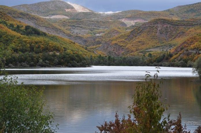 Zinav Gölü