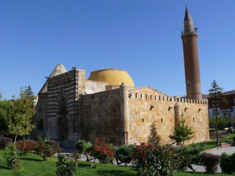 Cacabey Camii ve Medresesi