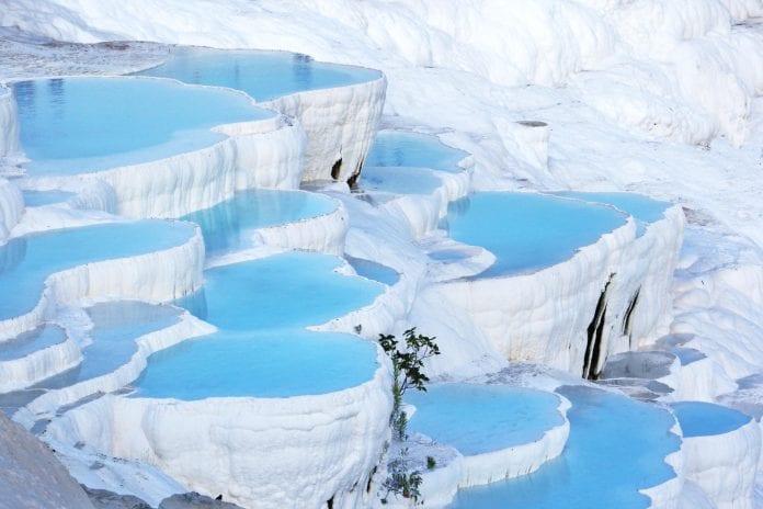 Pamukkale Travertenleri, ülkemizin ve Dünya'nın en önemli doğal güzelliklerinden biridir.