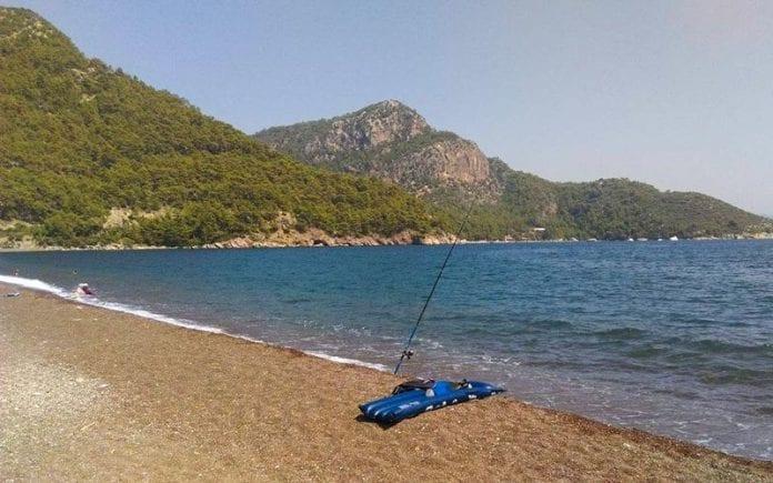 Plajda balık tutma keyfi