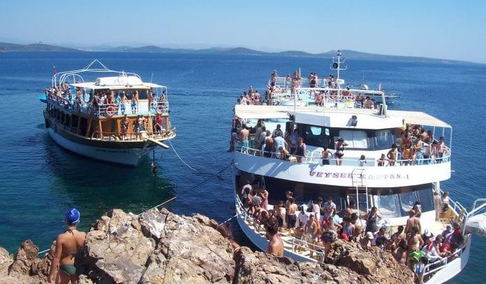 Tekne turuyla adaları keşfedin