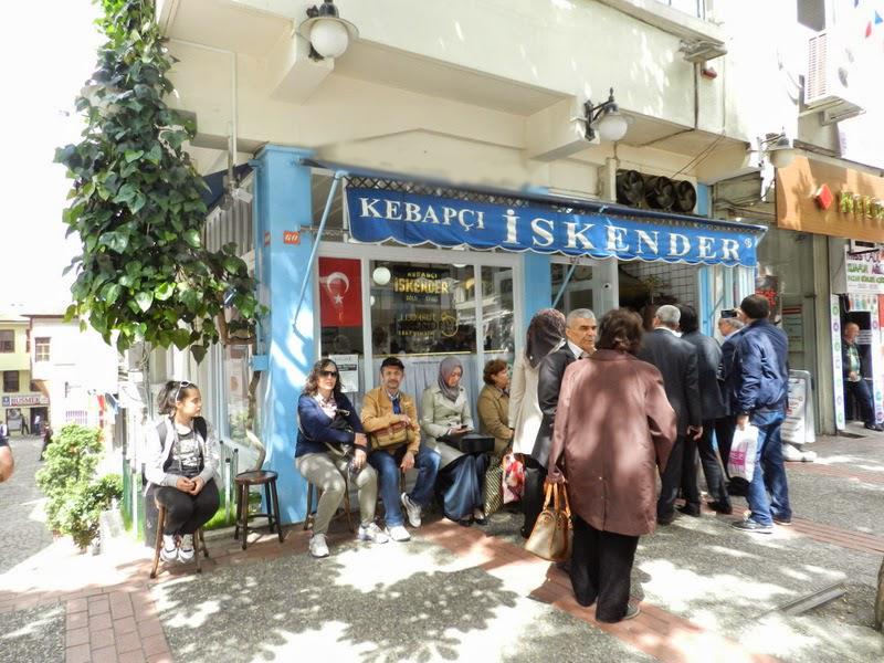 Kebapçı İskender, Bursa'nın meşhur iskender yemeğinde en çok tercih edilen ve ünlü yeridir.