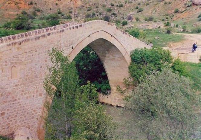 Tahar Köprüsü