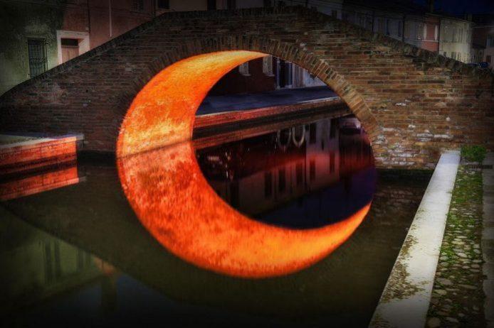 Ay Köprüsü İtalya