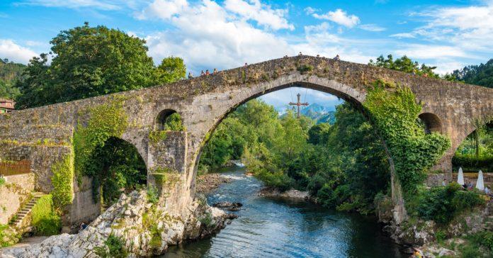 Cangas De Onis Köprüsü