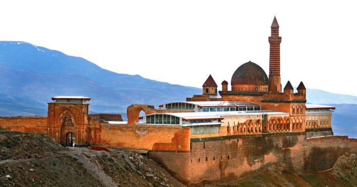 İshak Paşa Sarayı