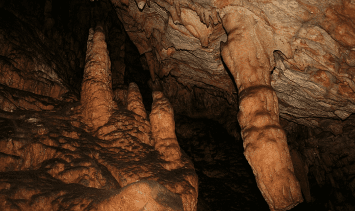 sırtlanini mağarası