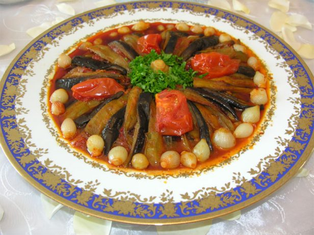 Yağlı patlıcan yemeği
