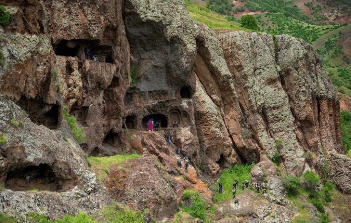 zağ mağarası