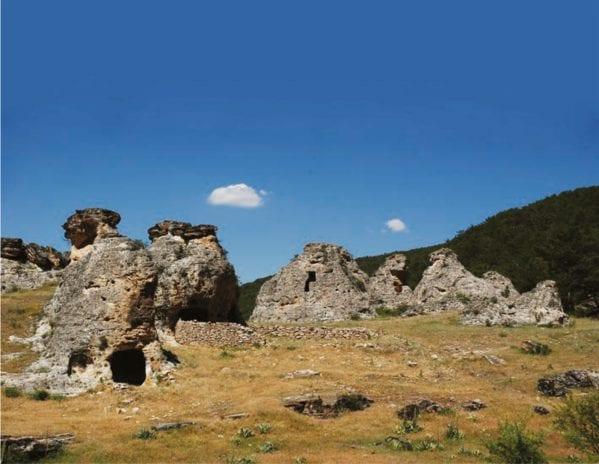Asmacık İnleri Kaya Mezarları