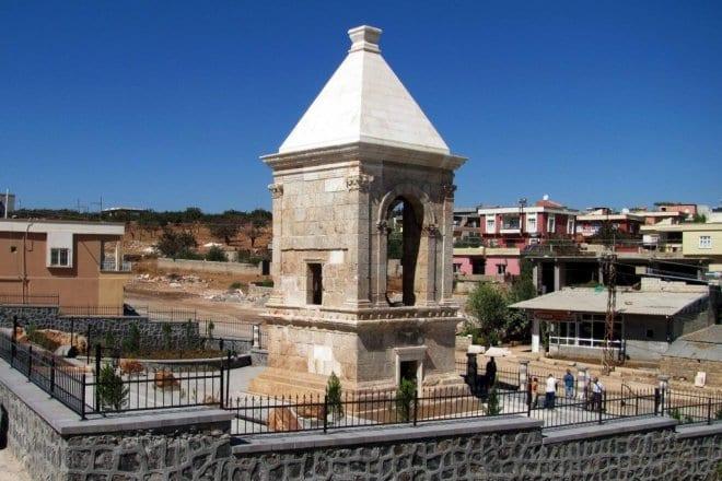 tarihi anıt mezarlıkları