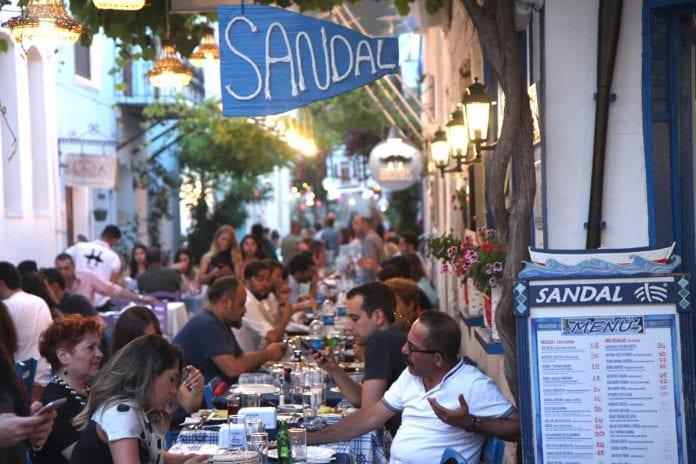 Sandal Restoran