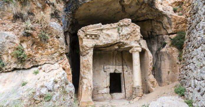 Azmak Kaya Mezarları