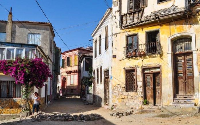 tarihi ayvalık sokakları