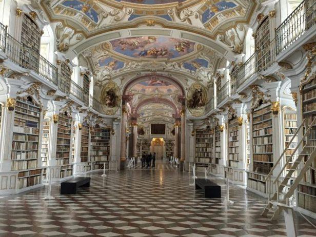 Admont Manastırı Kütüphanesi