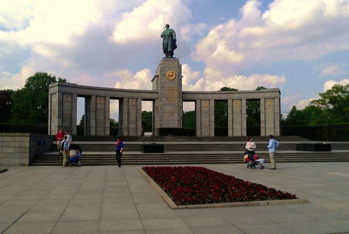 Caduti Savaş Anıtı