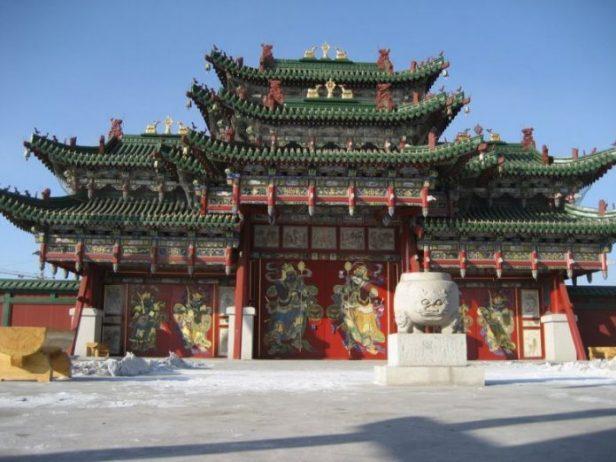 Choijin Lama Tapınağı ve Manastırı