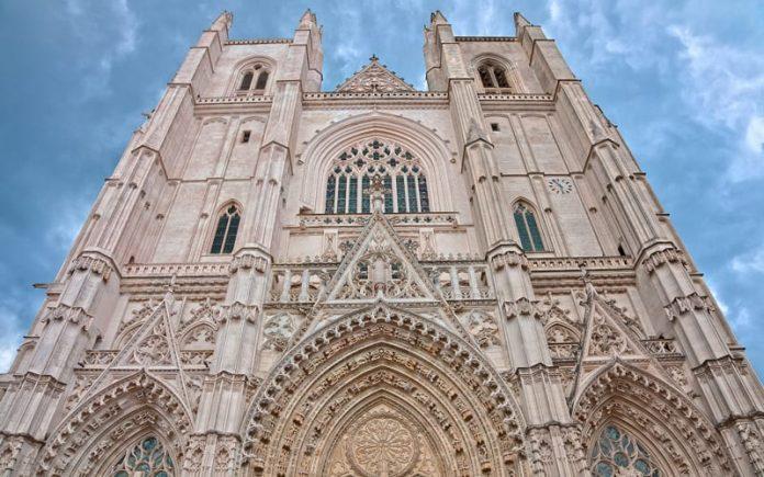 Saint Pierre Katedrali
