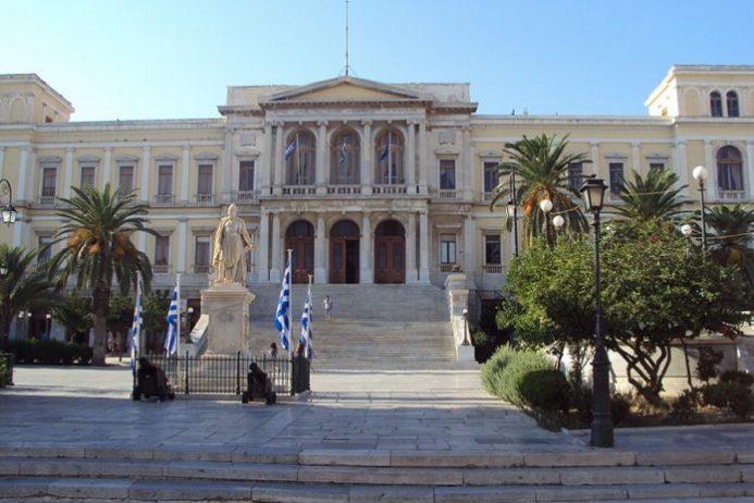 Siros Belediye Meydanı