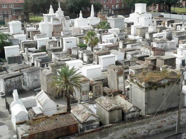 tarihi mezarlar