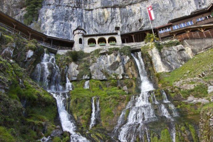 Aziz Beatus Mağarası