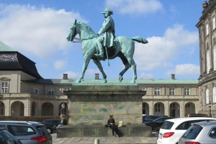 Christian IX Heykeli