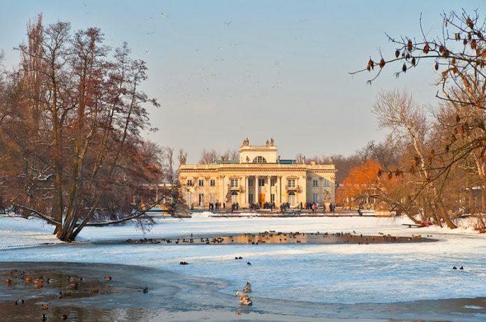 Lazienki Sarayı