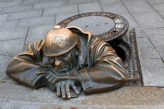 bratislava çalışan adam heykeli