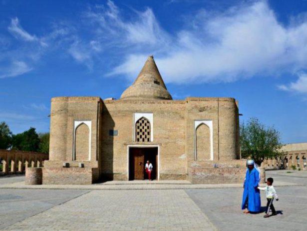 chasma ayub anıt mezarı