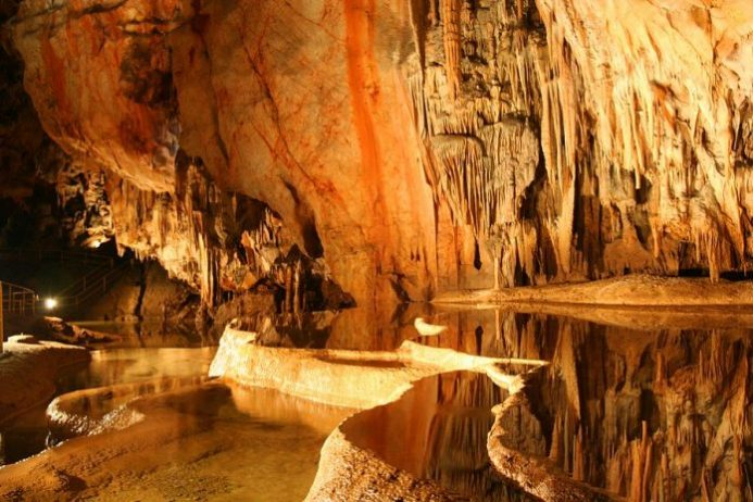 Moravian Karst ve Mağaralar