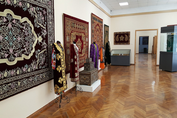özbekistan uygulamalı sanatlar müzesi