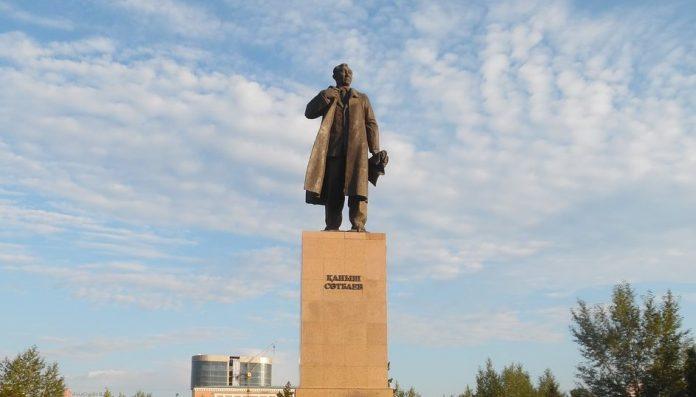 Satpayev Anıtı
