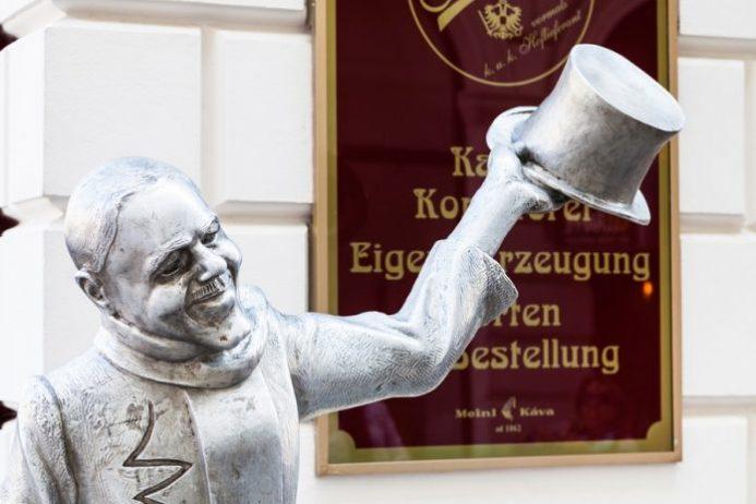 schone naci heykeli