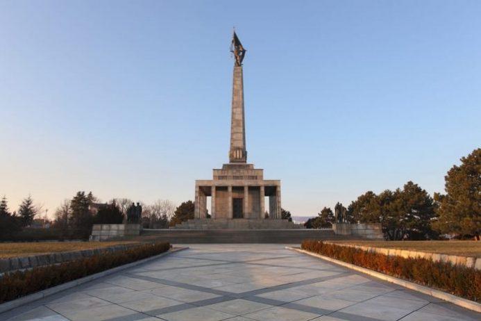 slavin savaş anıtı