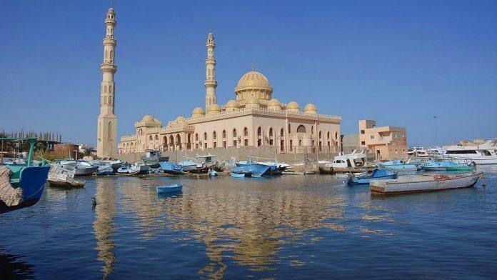 Al Mina Camii ve Kıpti Katedrali Aziz Shenouda