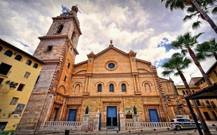 Santa Maria Collegiate Kilisesi
