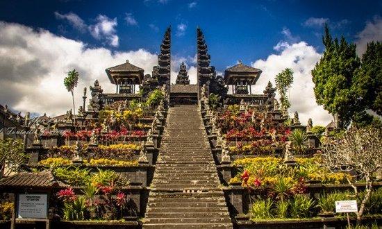 besakih tapınağı