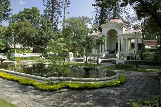 Hayaller Bahçesi