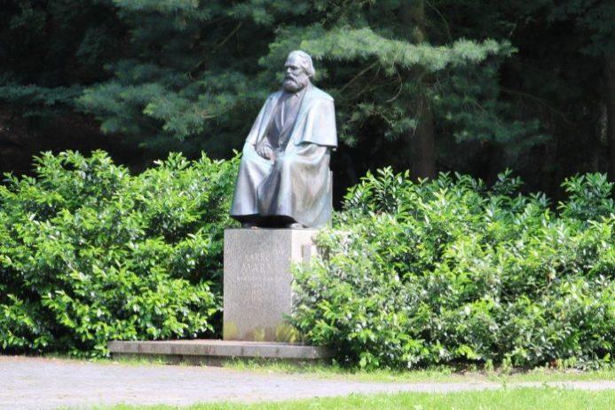 karl marx anıtı