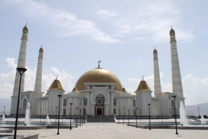 Türkmenbaşı Ruhi Camii