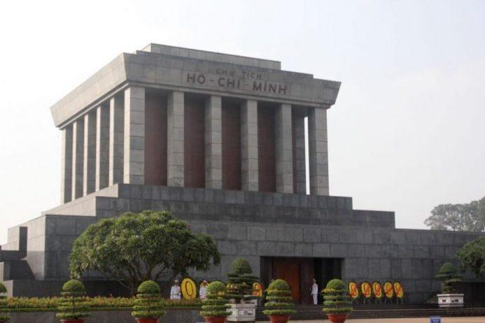 Ho Chi Minh Mozolesi ve Müzesi