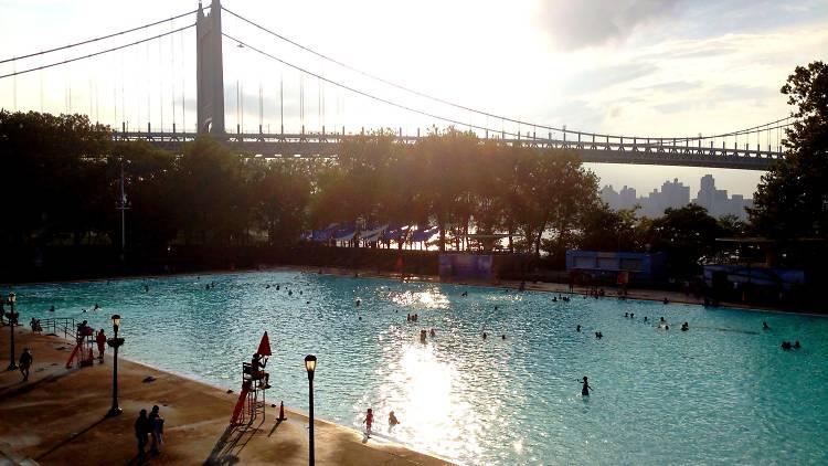 Astoria Parkı Havuzu
