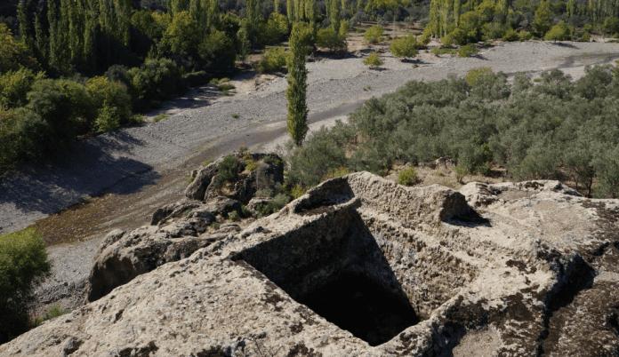 burhaniye neolitik dönem sunakları