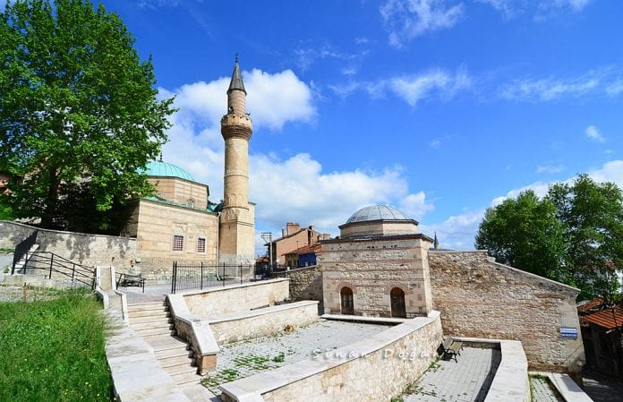 Ak Cami (İshak Fakih Camii)