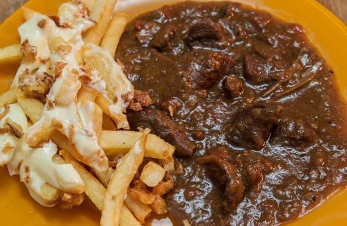 Mayonezli ve güveç soslu patates kızartması