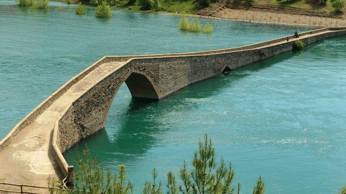 ceyhan taş köprü