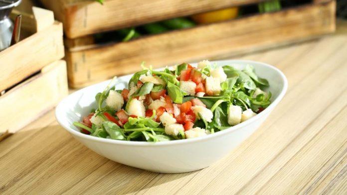 Hettüş Salatası