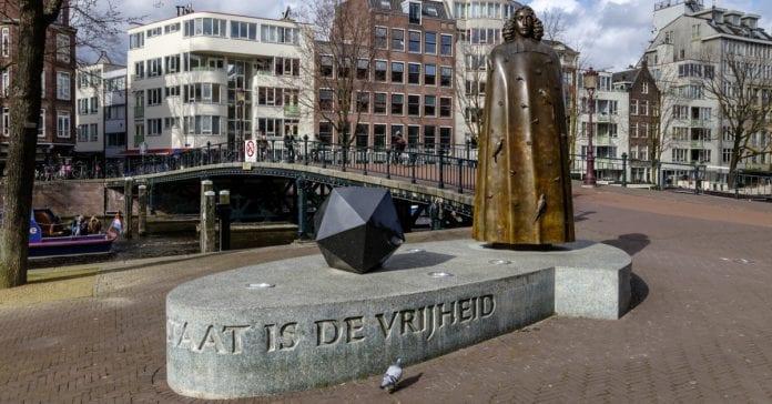 Spinoza Anıtı