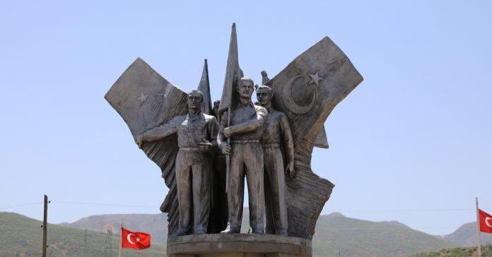 33 şehit anıtı
